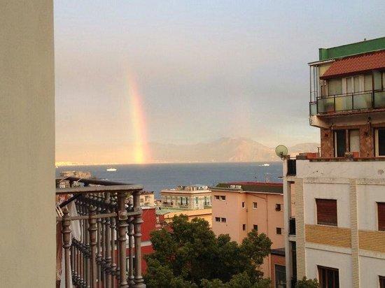 B&B Casa Tonia: Vista con arcobaleno dal balconcino