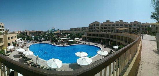 Coral Sea Aqua Club Resort: View from the swim up area
