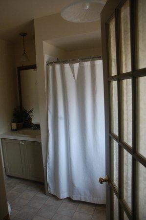 Summerhill Manor Bed & Breakfast and Tea Room: Bayley Suite en suite