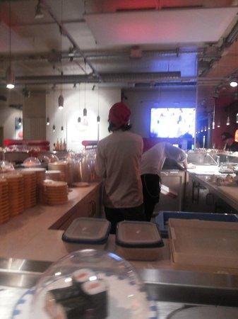 Sushi Factory: interior