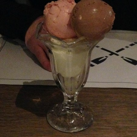 The Boat House at Cameron House: Ice Cream Dessert