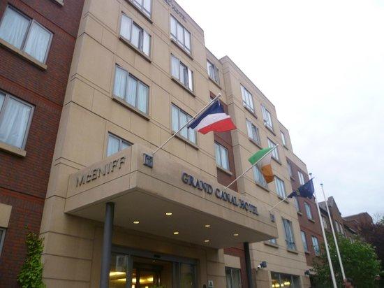 Grand Canal Hotel: Fachada