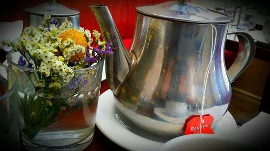 Ariel House: Breakfast Tea