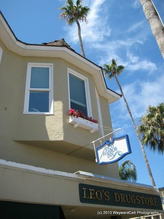 Snug Harbor Inn : External Front Street view of Santa Catalina Corner Room