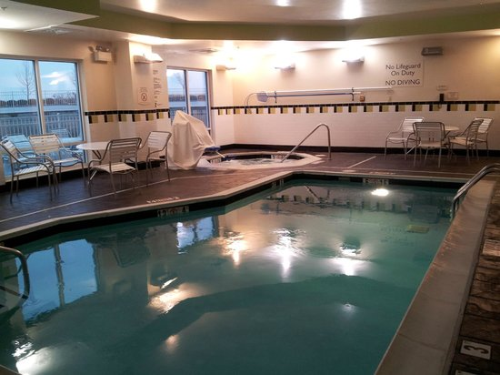 Fairfield Inn & Suites Lexington North: Indoor Pool and Spa