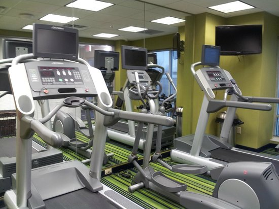 Fairfield Inn & Suites Lexington North: Small Fitness Room only 3 machines