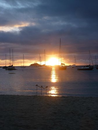 Virgin Islands Campground: Sunset on Honeymoon Beach