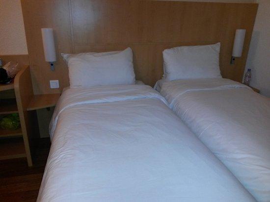 ibis Paris Tour Eiffel Cambronne 15ème : Twin beds