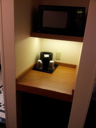 Fairfield Inn & Suites Lexington North: Suite 615  Microwave and Refrigerator