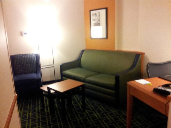 Fairfield Inn & Suites Lexington North : Sitting and Living Area Suite RM 615