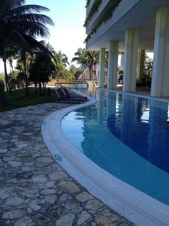 Melia Habana: Side of pool.