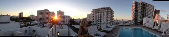 The Redbury South Beach : beautiful view from the rooftop pool