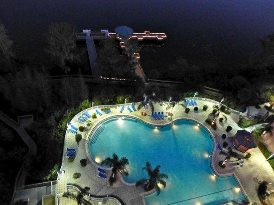 Blue Heron Beach Resort: Pretty at night