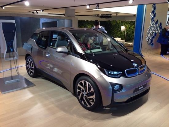 BMW Welt: Híbrido i8