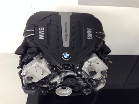 BMW Welt: V8 Killer!