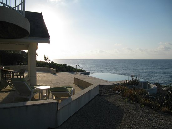 Sea Spray Cottage: Deck/pool