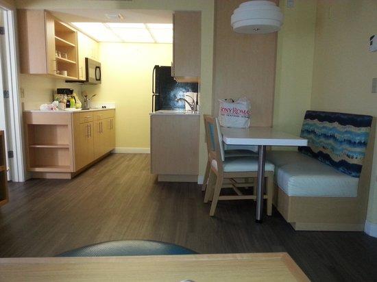 Sonesta ES Suites Orlando: dining room kitchen