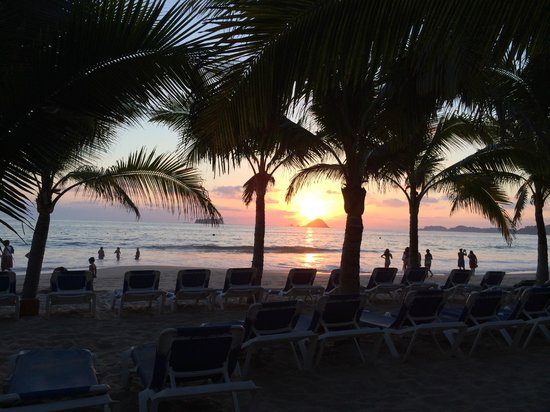 Barcelo Ixtapa: gorgeous sunset every night
