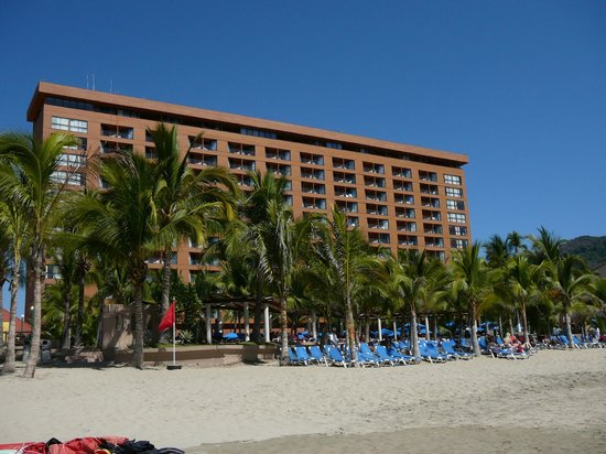Barcelo Ixtapa: view of hotel from beach