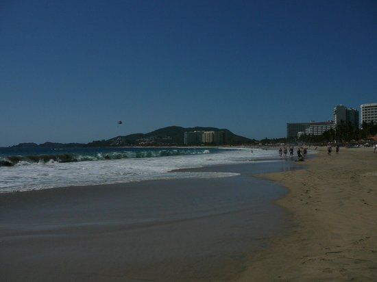 Barcelo Ixtapa: view down the beach