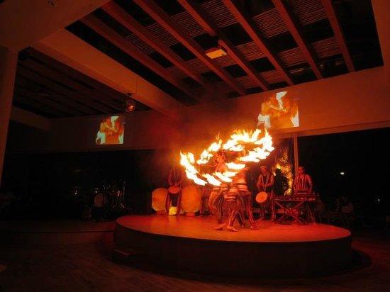 Azul Beach Resort Sensatori Mexico: fire show