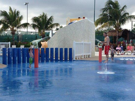 Azul Beach Resort Sensatori Mexico: kids splash pool