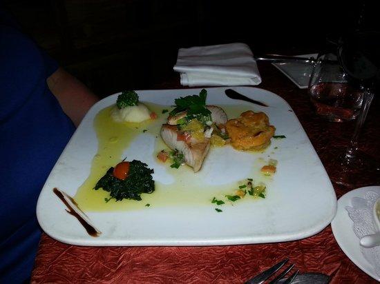 La Villa Restaurant: mahi-mahi