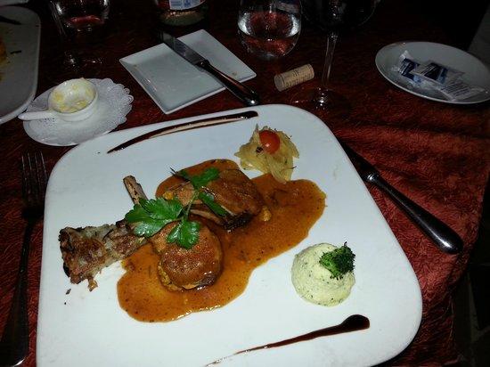 La Villa Restaurant: rack of lamb