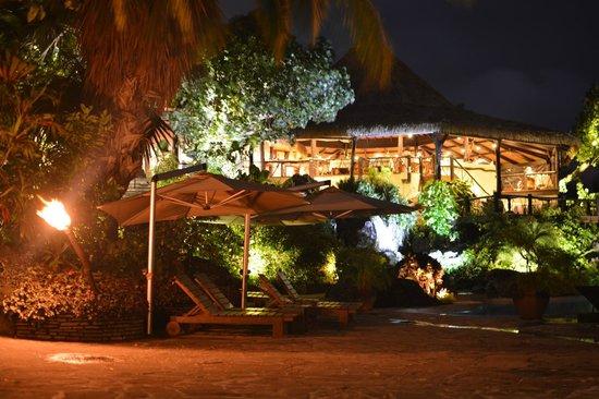 Pacific Resort Aitutaki: Night shot - pool and restaurant