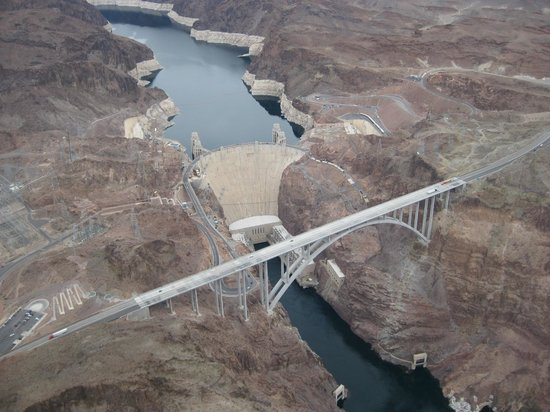 Serenity Helicopters : Hoover dam on way to Grand Canyon