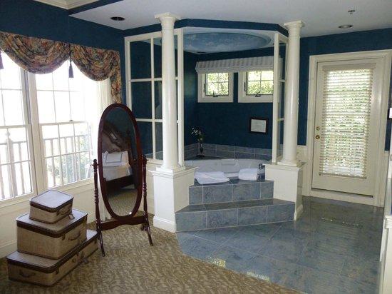 Dan'l Webster Inn & Spa : Whirlpool tub area