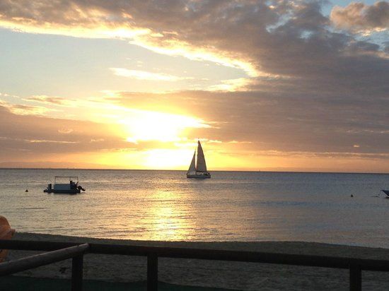 Castaways Moreton Island: Sunset view from Moreton - near Castaways
