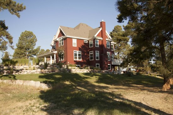 The Red Farmhouse Bed and Breakfast : east side from below