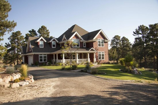 The Red Farmhouse Bed and Breakfast: front of B&B