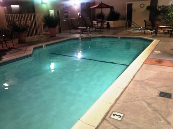 BEST WESTERN PLUS Bayside Inn: Outdoor (heated) pool in the evening