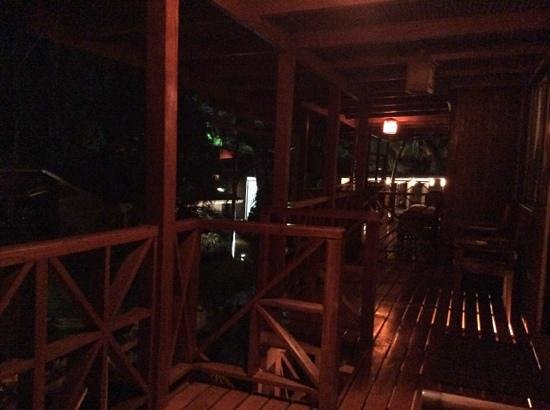 Hotel Arco Iris: Night time from Cabin #15