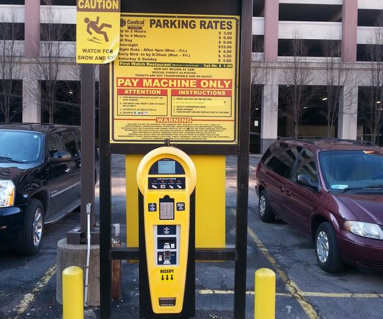 Embassy Suites by Hilton Cincinnati - RiverCenter (Covington, KY): Alternative private parking across the street