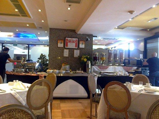 Regal Pacific Hotel: Un buen lugar para desayunar