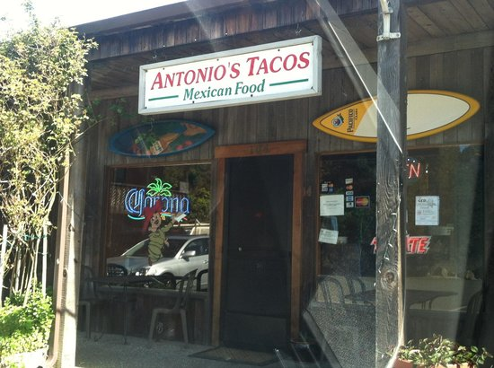 Antonio's Tacos: Be careful making the left turn into the parking lot as cars can come speeding over the crest of