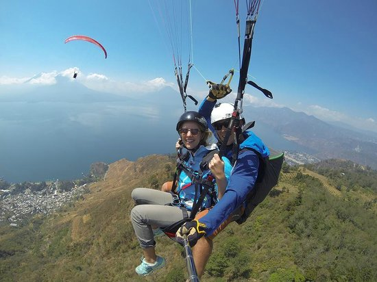 Paragliding Panajachel: Midflight, picking up altitude