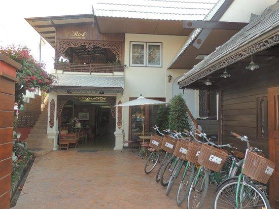 Rich Lanna House: Frente hotel