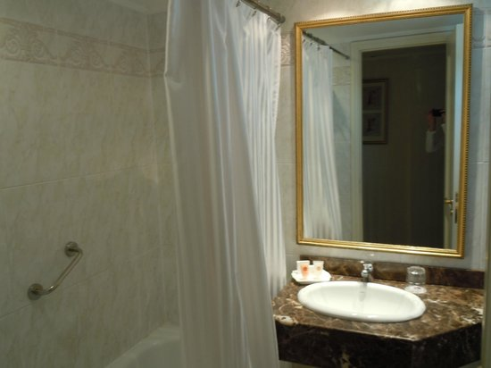 Cala di Volpe Boutique Hotel: Banheiro com banheira