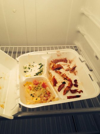 Extended Stay America - Houston - Katy Freeway - Energy Corridor: Food leftovers in refrigerator