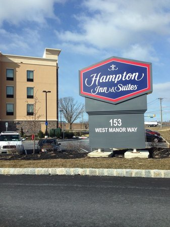 Hampton Inn & Suites Robbinsville : A bright but cold March day.
