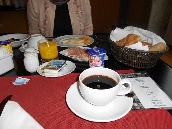 Pestana Vintage Porto: Café da manhã servido à mesa