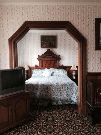 Eagle House Victorian Inn: Bedroom area