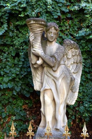 Primates' Palace (Primacialny palac): Angelic statue in the Primates' Palace courtyard