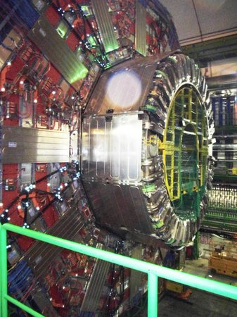CERN Univers de particules: The CMS detector open for repairs/checks.