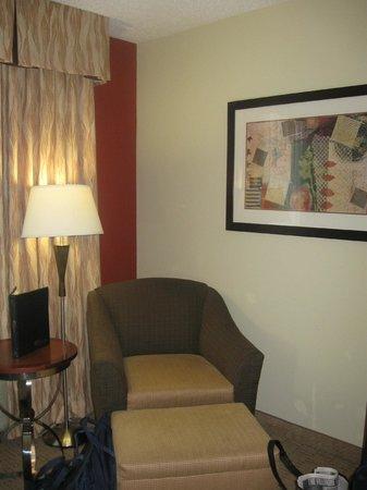 Hilton Garden Inn Anderson : Comfortable chair for relaxing