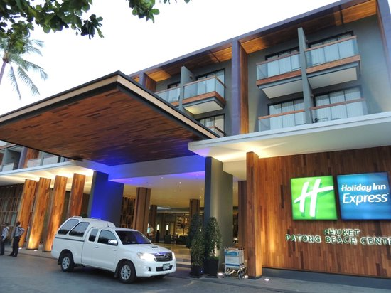 Holiday Inn Express Phuket Patong Beach Central : Frente